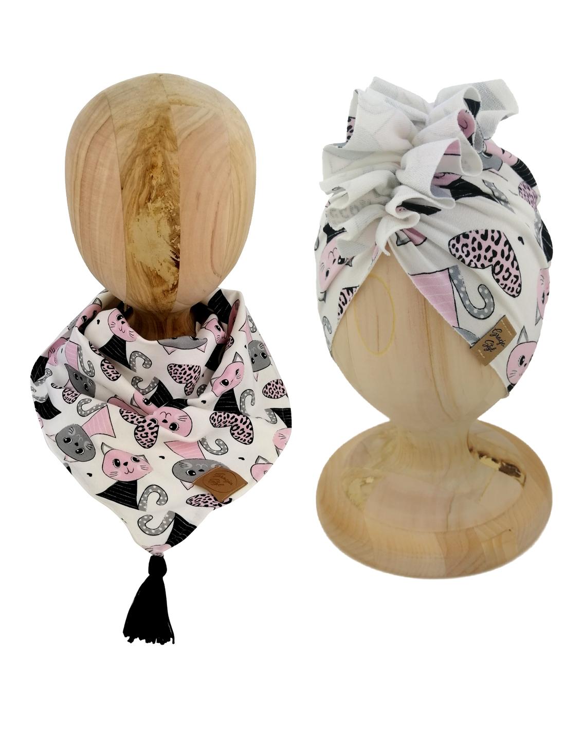 Zestaw czapka turban z chustą. Uszyty z pojedynczej miłej w dotyku dresówki. Marka Gracja Styl. Wzór kotek