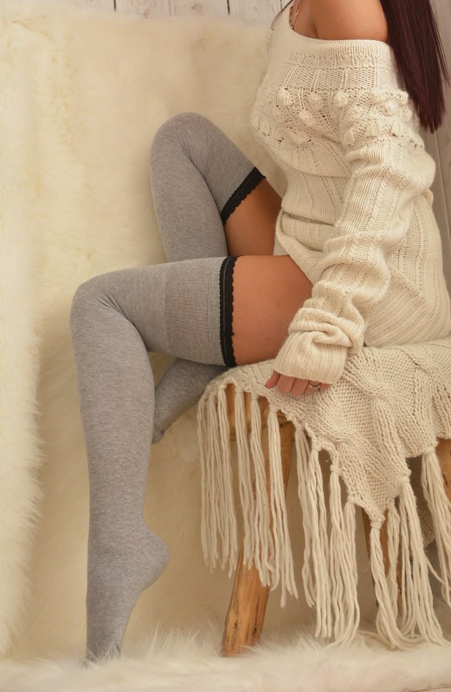 Zakolanówka bawełniana z zmysłową koronką szara