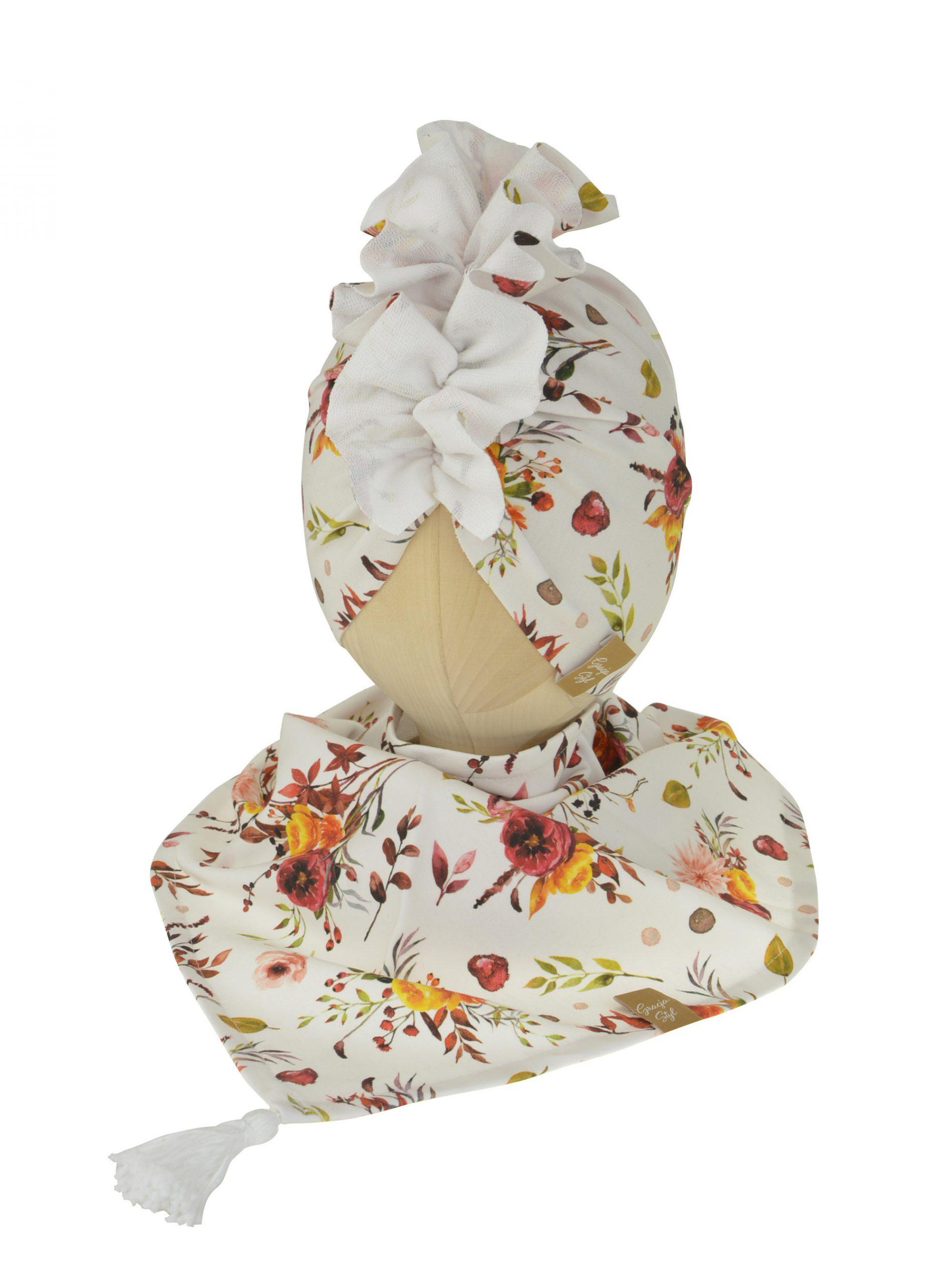 Zestaw czapka turban z chustą. Uszyty z pojedynczej miłej w dotyku dresówki. Marka Gracja Styl. Wzór Pani Jesień w kwiaty