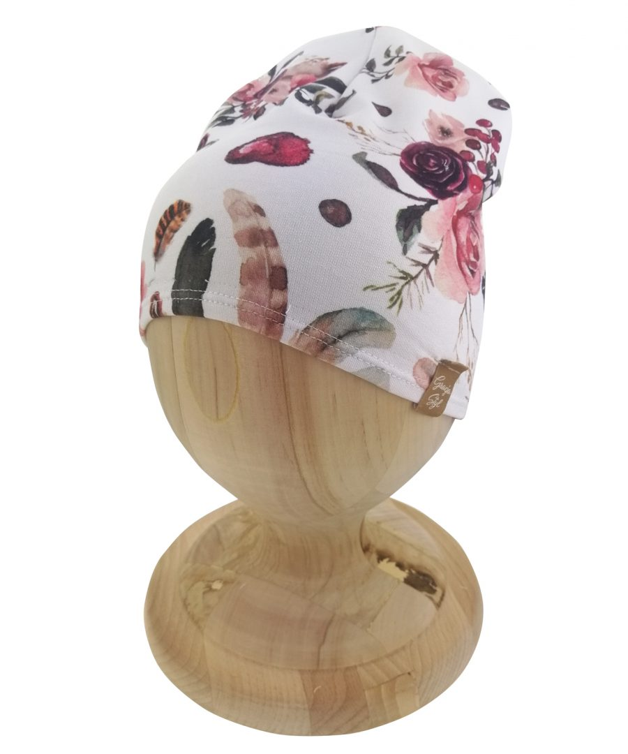 Czapka typu smerfetka. Uszyta z bawełny pętelkowej. Marka Gracja Styl. Dzięki domieszcze elastanu czapka dobrze dopasowuje się do głowy. Wzór łapacz snów