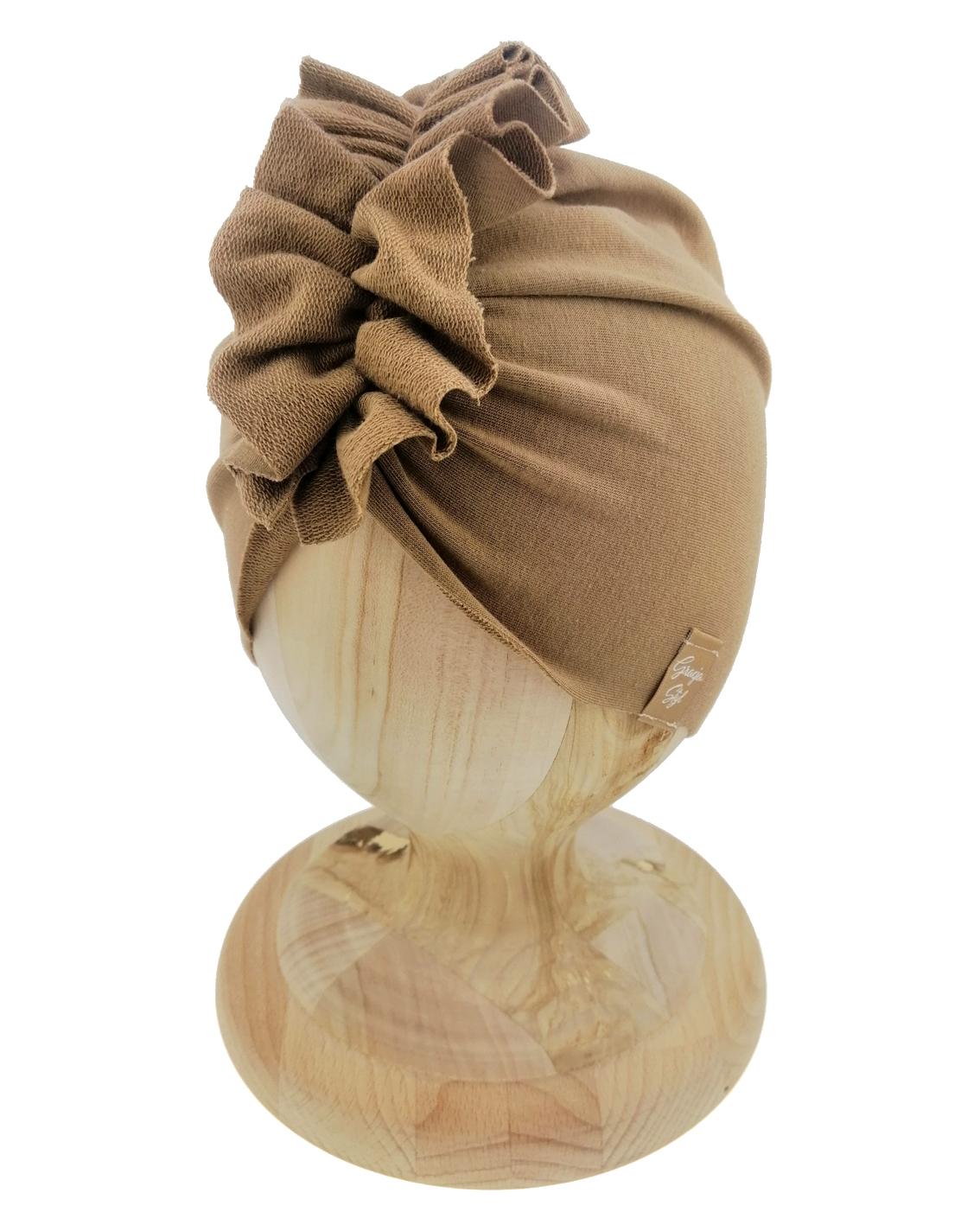 Czapka turban dziecięca marki Gracja styl. Kolor latte. Produkt polski wykonany z bawełny pętelkowej typu dresówka.