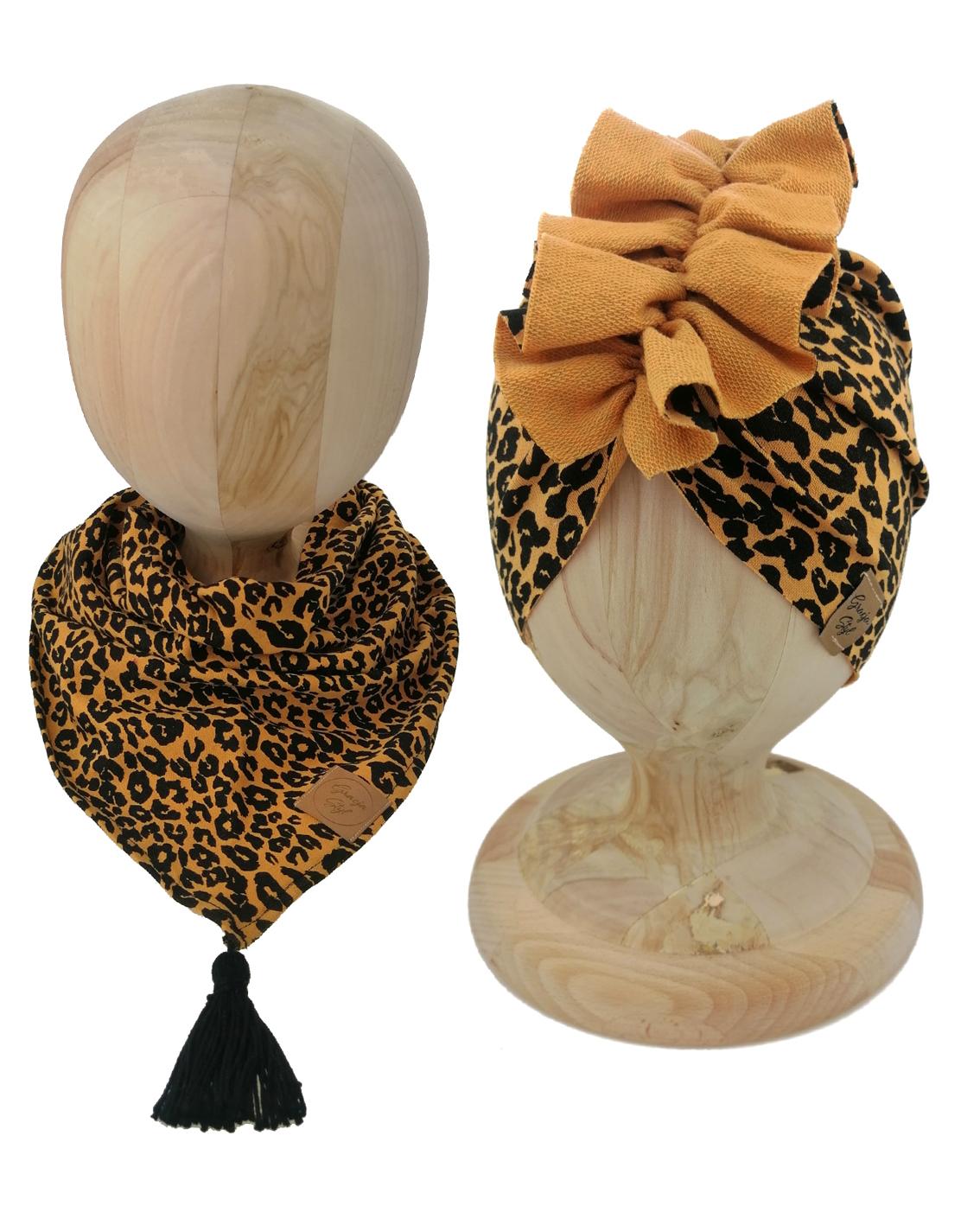 Zestaw czapka turban z chustą. Uszyty z pojedynczej miłej w dotyku dresówki. Marka Gracja Styl. Wzór panterka