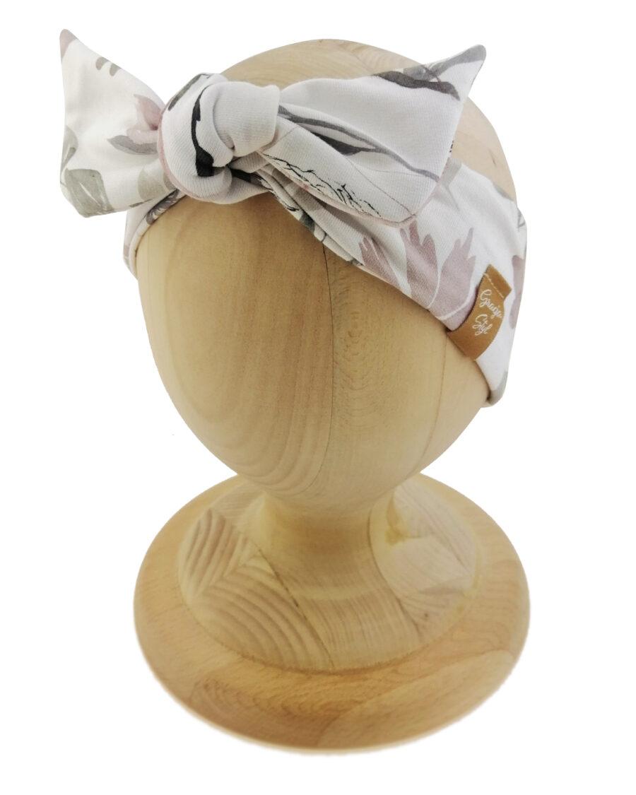 Opaska kobieca typu Pin-up marki Gracja Styl. Uszyta z bawełny petelkowej typu dresówka. Wzór opaski w kwiaty.