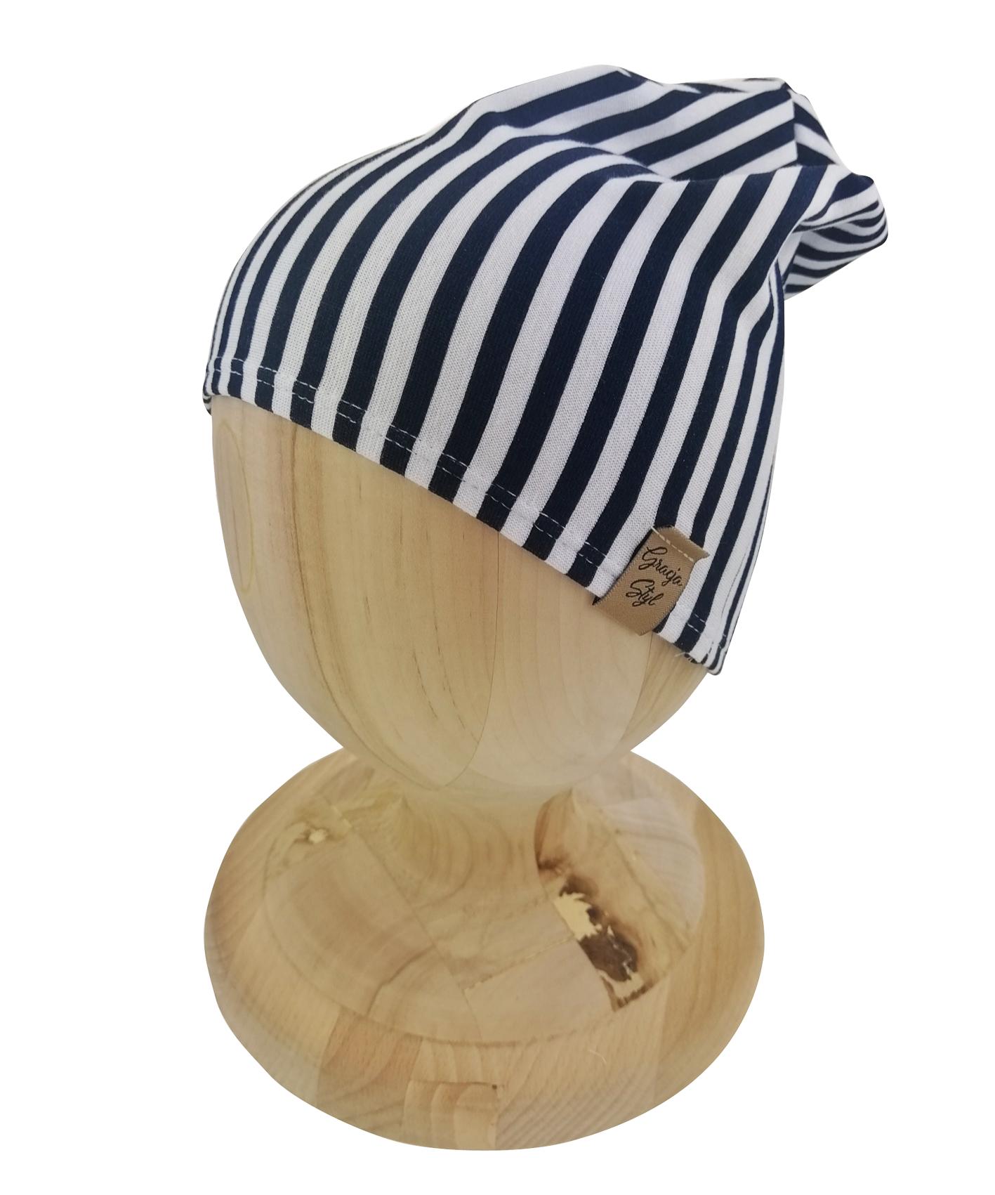Czapka typu smerfetka. Uszyta z bawełny pętelkowej. Marka Gracja Styl. Dzikęi domieszcze elastanu czapka dobrze dopasowuje się do głowy.