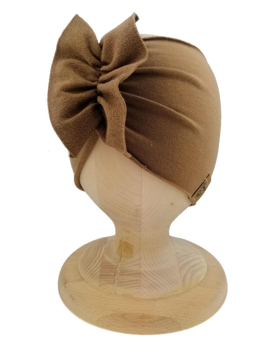 Opaska dziewczęca motylak. Uszyta z bawełny pętelkowej typu dresówka. W kolorze latte. Marka Gracja Styl