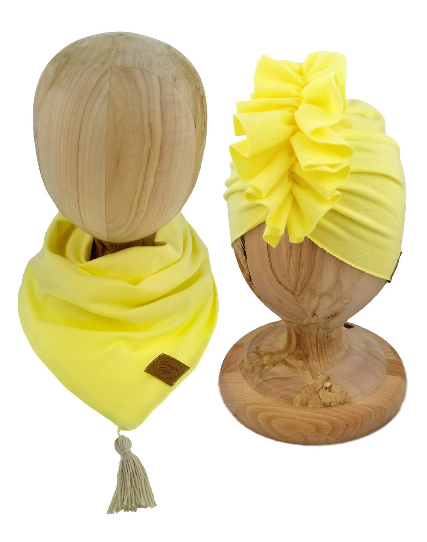 Zestaw czapka turban z chustą. Uszyty z pojedynczej miłej w dotyku dresówki. Marka Gracja Styl. Kolor żółty w odcienu kanarkowym