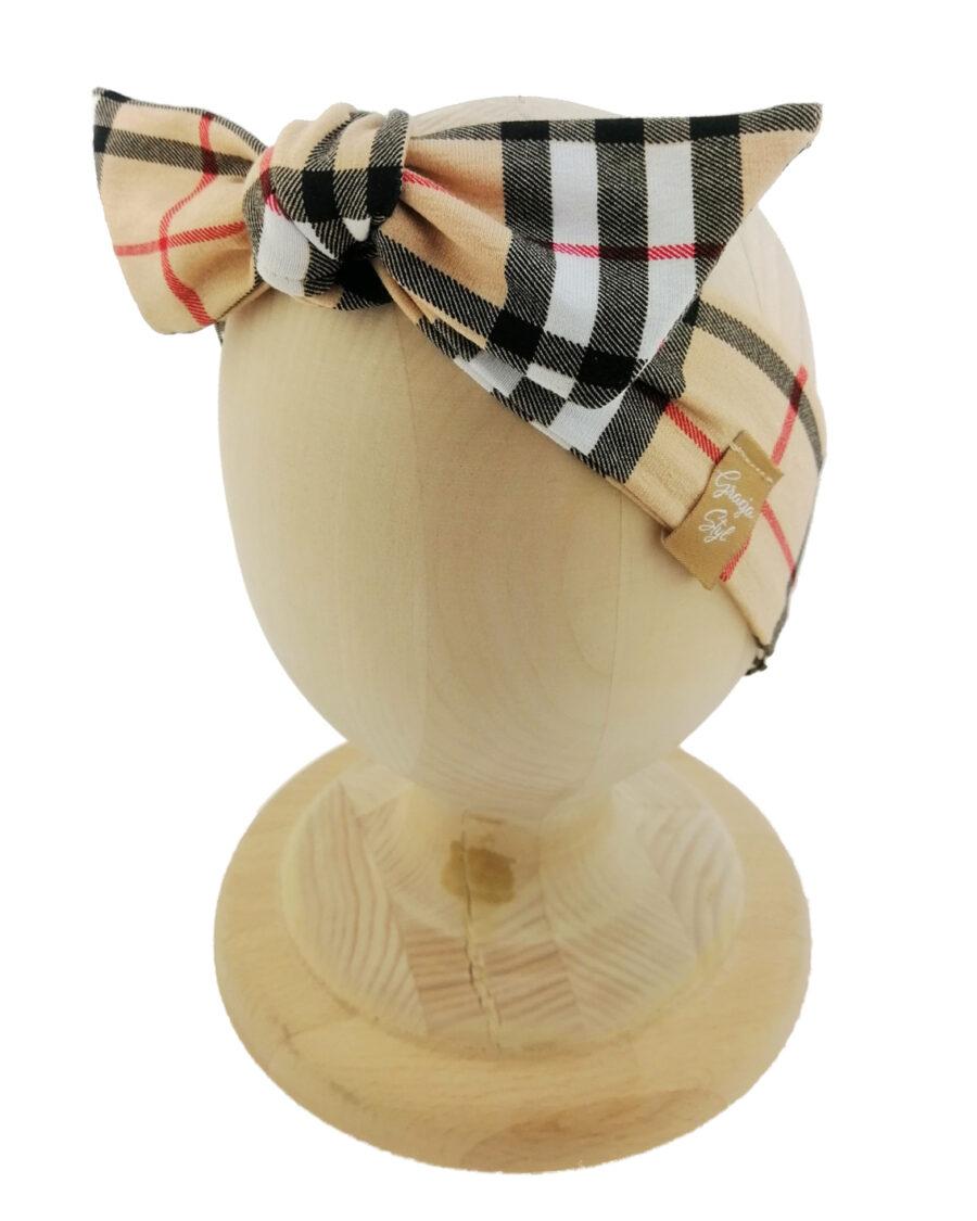Opaska kobieca typu Pin-up marki Gracja Styl. Uszyta z bawełny petelkowej typu dresówka. Wzór pepitka w kolorze brązowym.