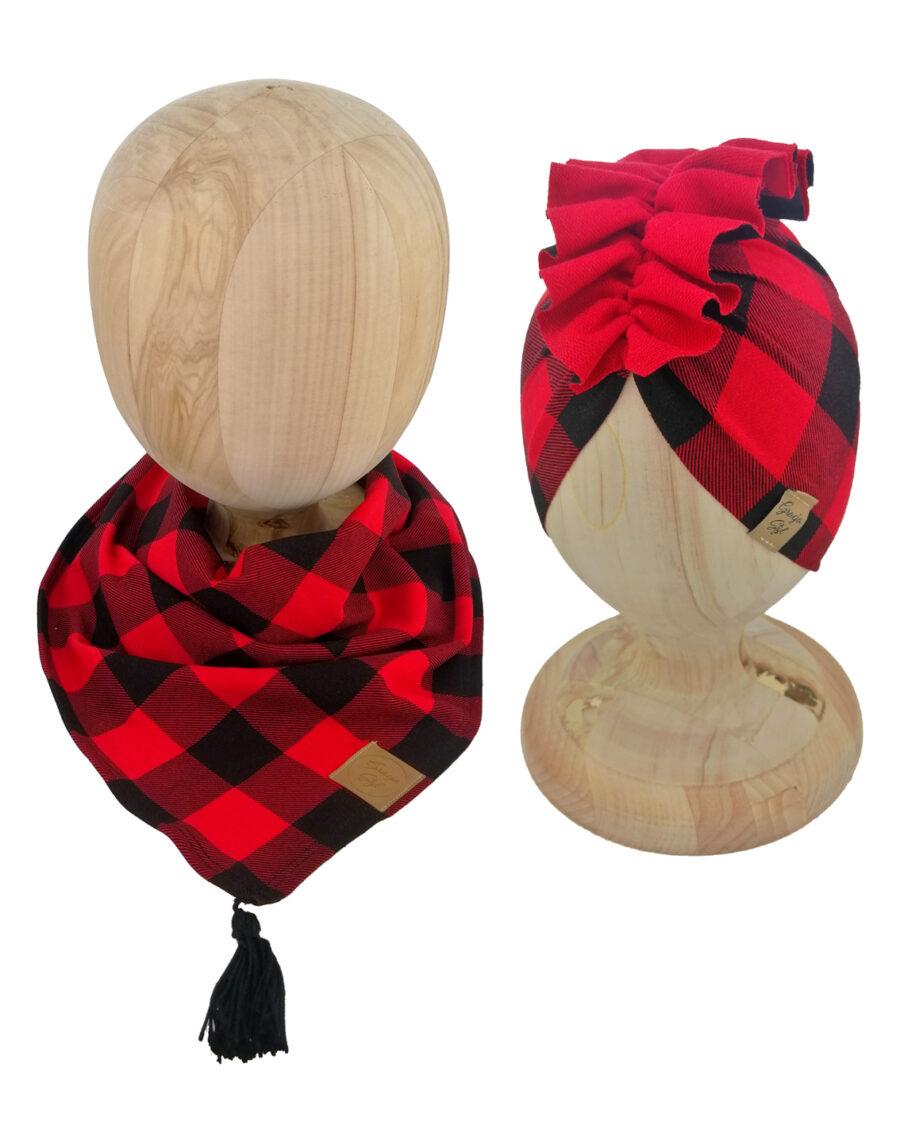 Zestaw czapka turban z chustą. Uszyty z pojedynczej miłej w dotyku dresówki. Marka Gracja Styl. Wzór kratka czarno-czerwona