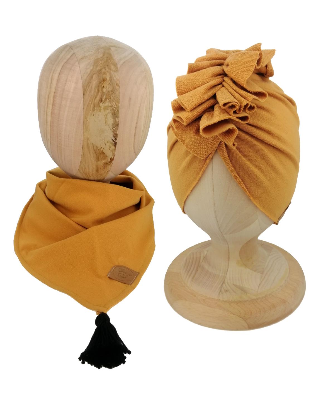 Zestaw czapka turban z chustą. Uszyty z pojedynczej miłej w dotyku dresówki. Marka Gracja Styl. Kolor musztardowy