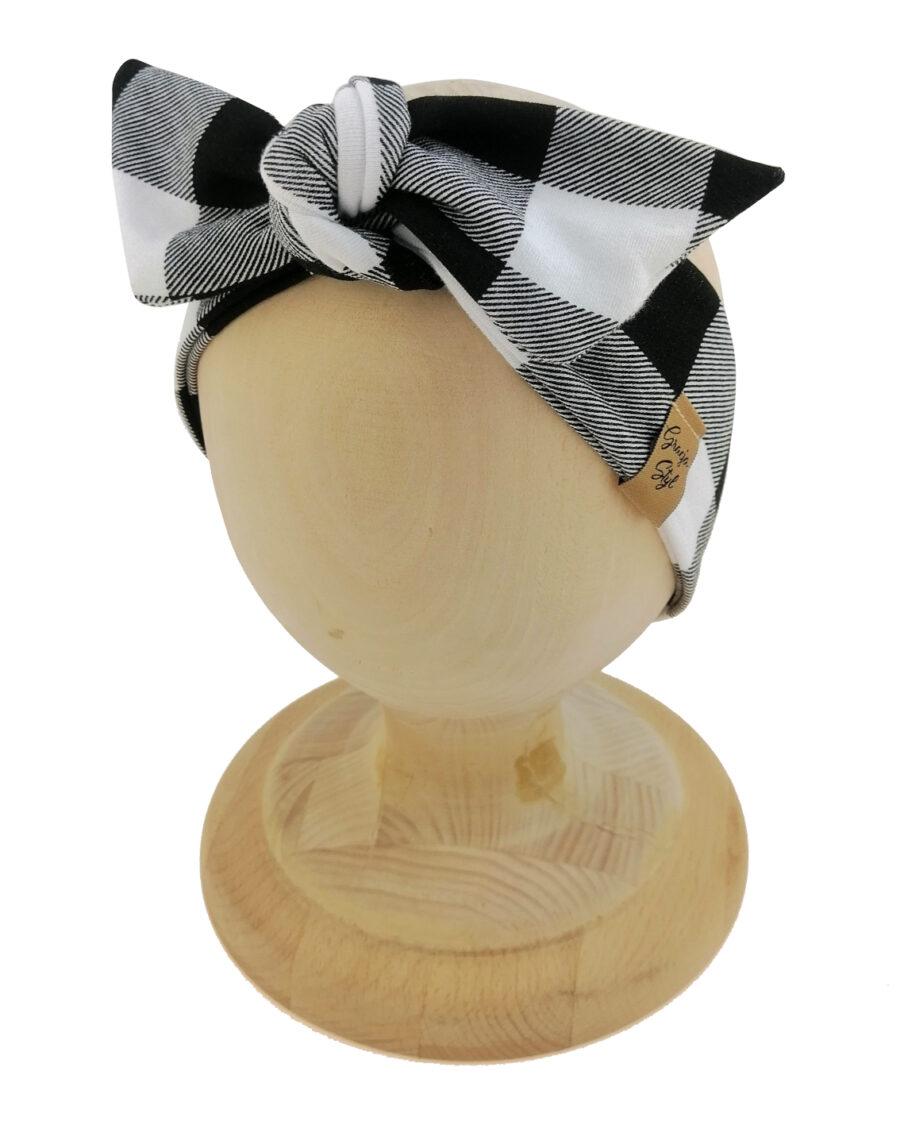 Opaska kobieca typu Pin-up marki Gracja Styl. Uszyta z bawełny petelkowej typu dresówka. Wzór kratka biało-czarna.