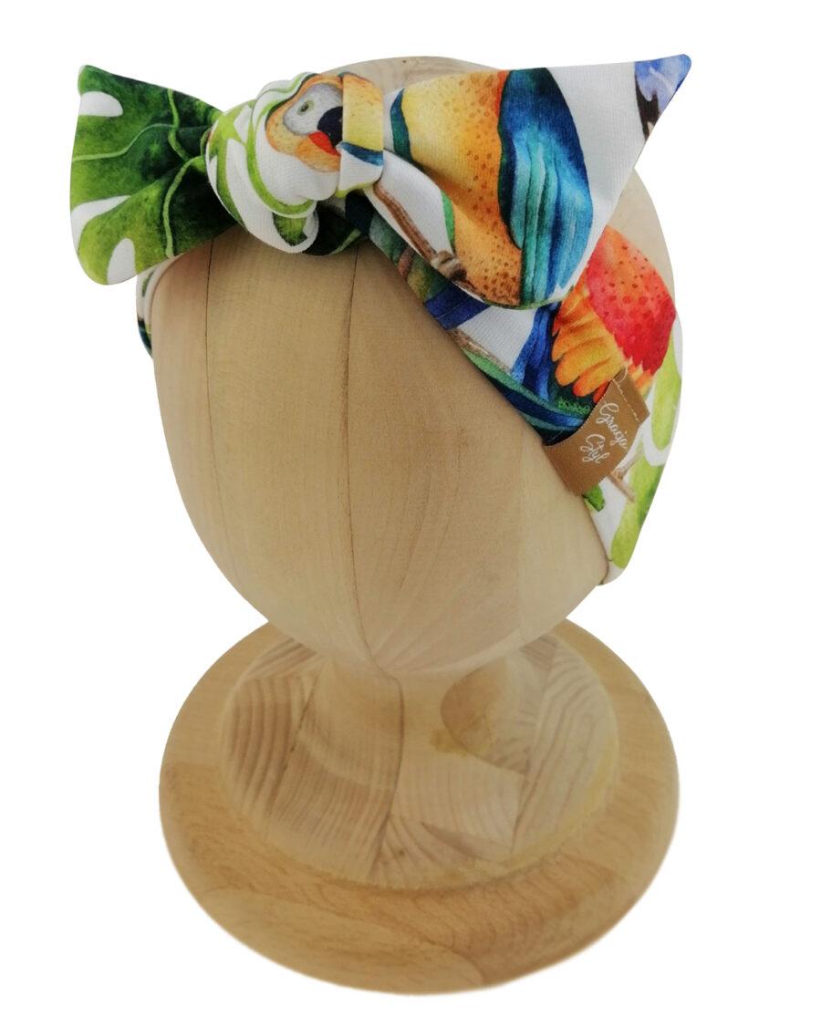 Opaska kobieca typu Pin-up marki Gracja Styl. Uszyta z bawełny petelkowej typu dresówka. Wzór papugi.