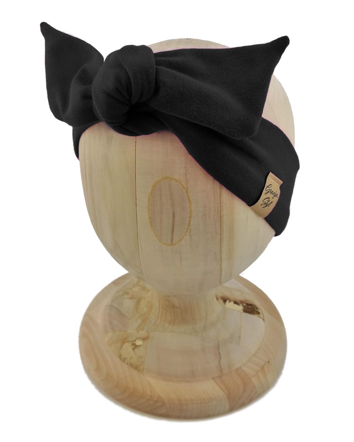 Opaska kobieca typu Pin-up> marki Gracja Styl. Kolor opaski czarny. Uszyta z bawełny petelkowej typu dresówka.