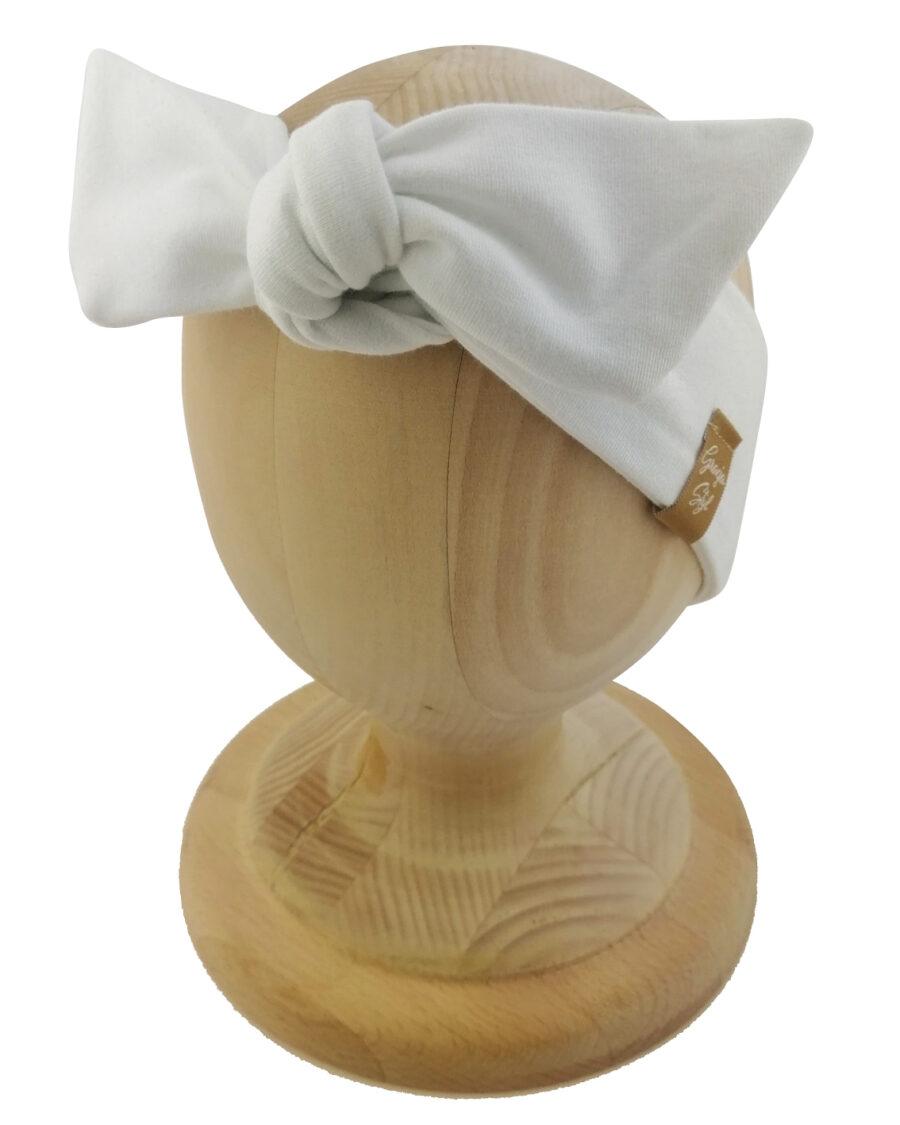 Opaska kobieca typu Pin-up marki Gracja Styl. Uszyta z bawełny petelkowej typu dresówka. Kolor biały w odcieniu ecru.