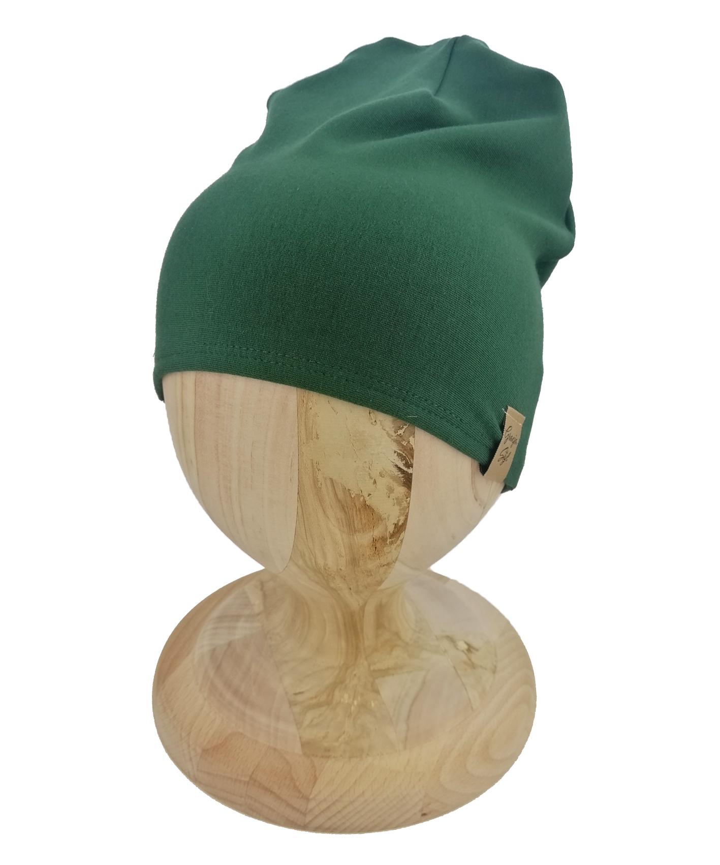 Czapka typu smerfetka, uszyta z bawełny petelkowej. Kolor butelkowa zieleń.