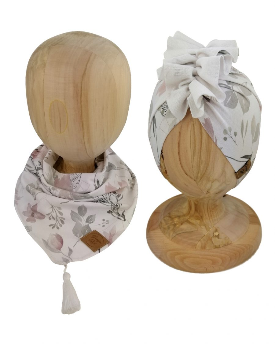 Zestaw czapka turban z chustą. Uszyty z pojedynczej miłej w dotyku dresówki. Marka Gracja Styl. Wzór Leaves w kwiaty