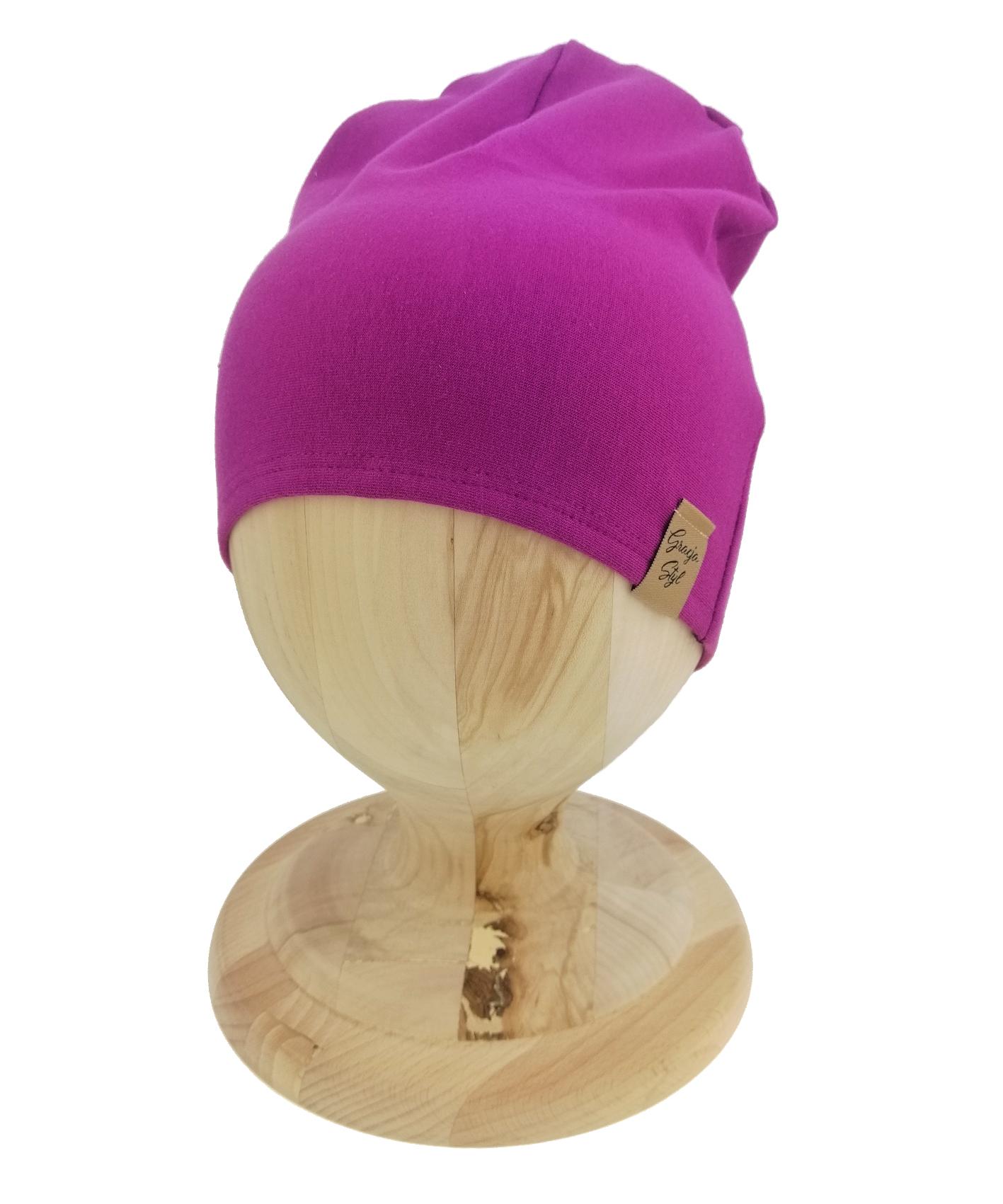 Czapka typu smerfetka, uszyta z bawełny petelkowej. Kolor fioletowy.