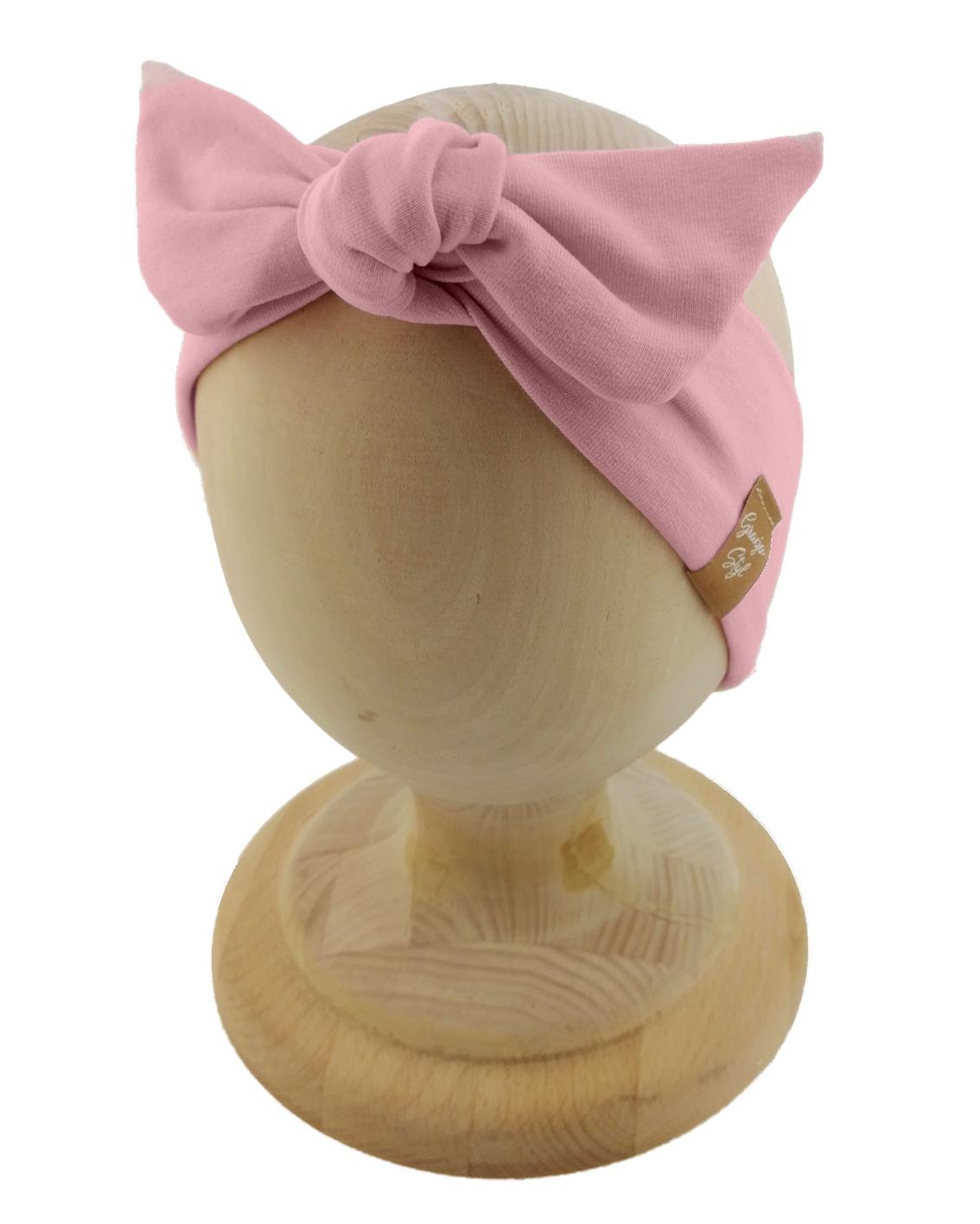 Opaska kobieca typu Pin-up marki Gracja Styl. Uszyta z bawełny petelkowej typu dresówka. Kolor pudrowy-róż.