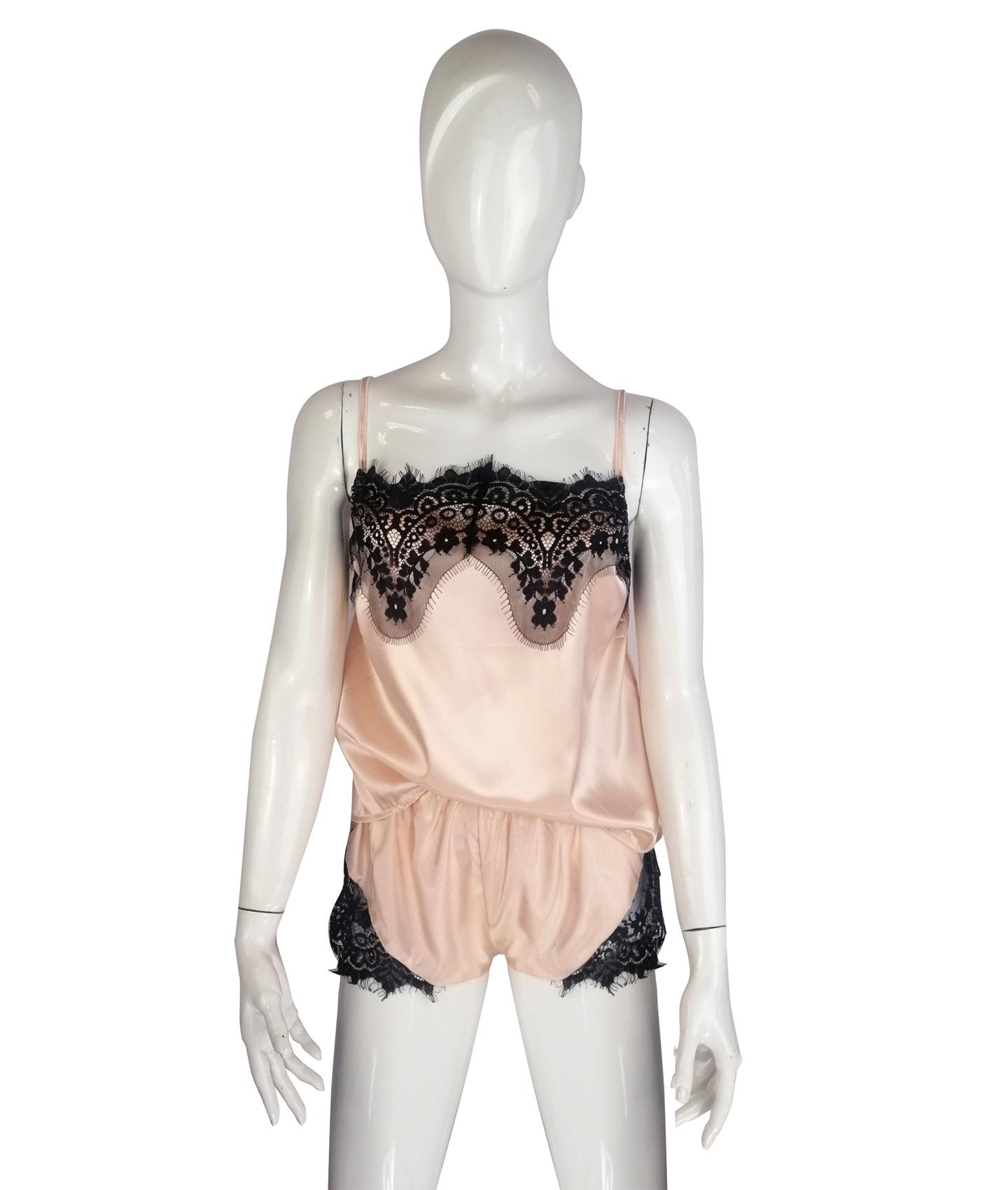 Satynowa piżama z koronką