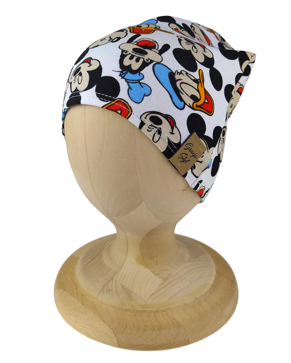 Czapka typu smerfetka. Uszyta z bawełny pętelkowej. Marka Gracja Styl. Dzikęi domieszcze elastanu czapka dobrze dopasowuje się do głowy. Wzór Myszka Miki.