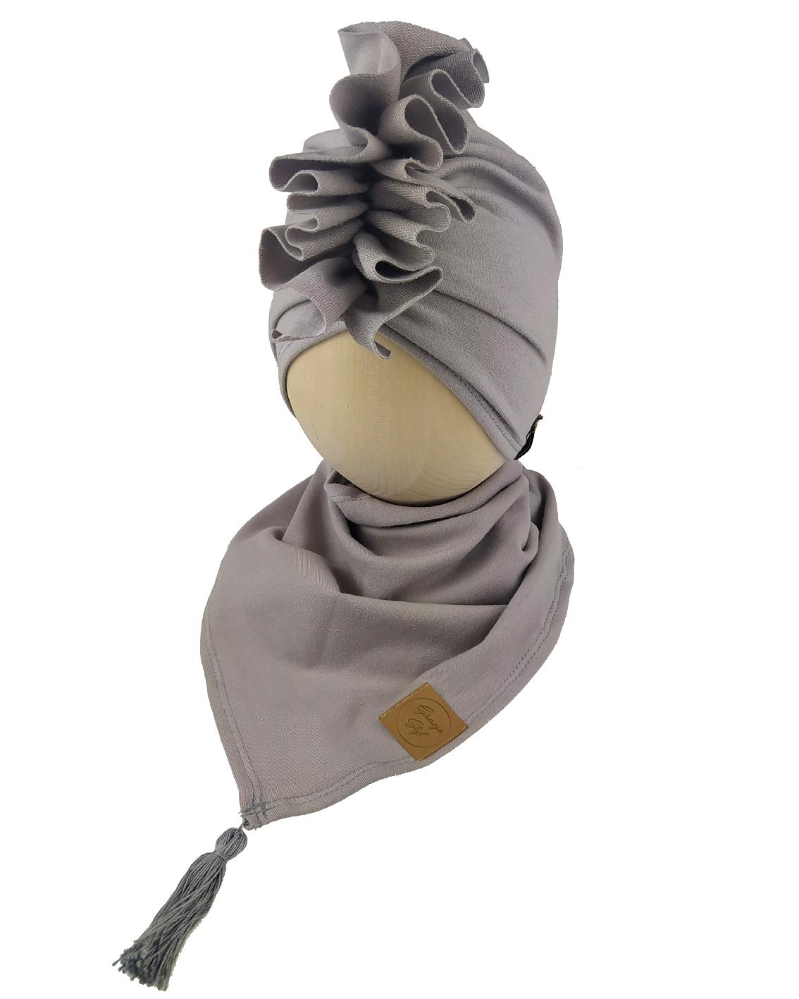 Zestaw czapka turban z chustą. Uszyty z pojedynczej miłej w dotyku dresówki. Marka Gracja Styl. Kolor szary jednolity
