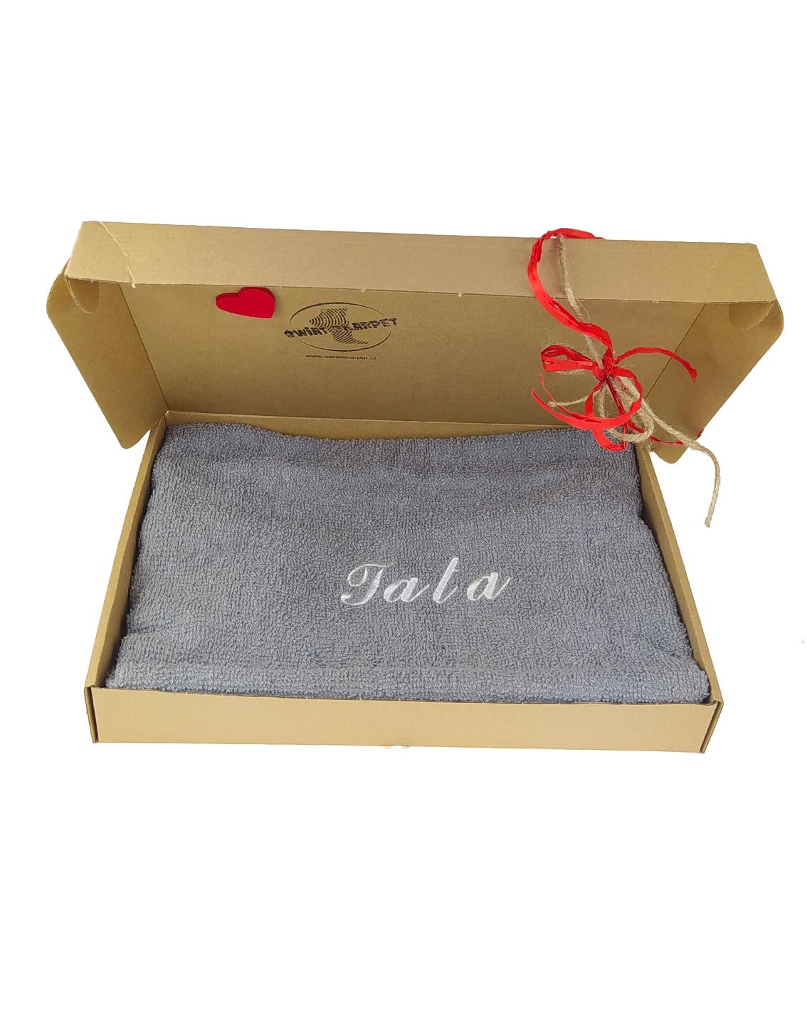 Ręczników frotte z napoisem TATA na Dzień Ojca. Opakowane w eleganckie pudełko.