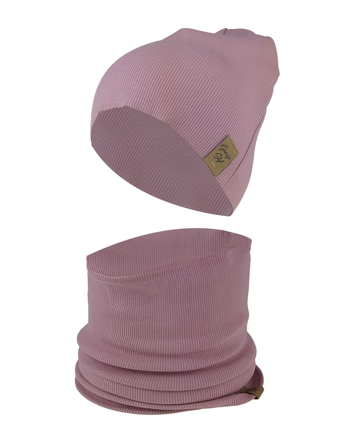 Zestaw CZAPKA + KOMIN piękna ozdoba główki dla malucha jak i zarówno dla starszych dziewczynek. Wykonany z Pojedynczej elastycznej dresówki typu ściągacz idealny na chłodniejsze dni. Super zamiennik dla czapek chust, kapeluszy. Dzięki zastosowaniu wysokiej jakości dresówki oraz domieszce elastanu dzianina dobrze się układa, zapobiega przesunięciu się a co za tym idzie w trakcie użytkowania nie zsuwa się z USZÓW.