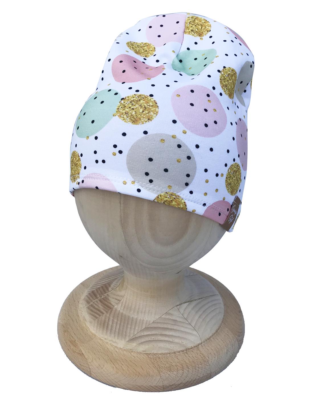Czapka SMERFETKA piękna ozdoba główki. Wykonany z przepięknej miłej w dotyku elastycznej dresówki z nadrukiem cyfrowym z fotograficzną jakością wydruku. Dzięki technologi sublimacji wydruk nie jest wyczuwalny pod palcami. Idealna na chłodniejsze dni. Super zamiennik dla czapek chust, kapeluszy. Dzięki zastosowaniu wysokiej jakości dresówki oraz domieszce elastanu dzianina dobrze się układa, zapobiega przesunięciu się a co za tym idzie w trakcie użytkowania nie zsuwa się z uszu.